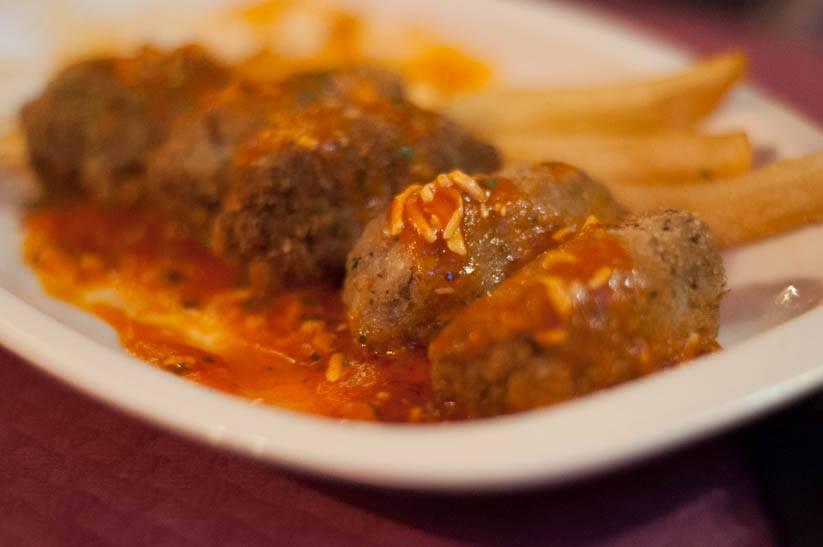 Restaurante de cocina casera, especializado en carnes selectas, como la cecina o el churrasco, situado junto al Camino de Santiago en Ponferrada.