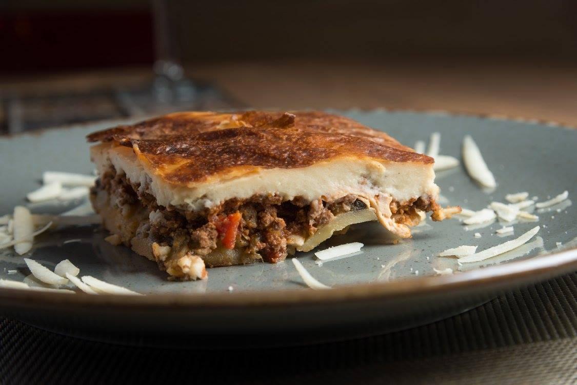 Elegante restaurante situado en Bilbao, donde disfrutarás de una fantástica experiencia gastronómica con la cocina griega y mediterránea.
